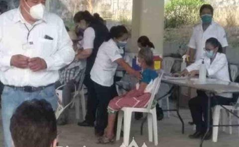 Aplican segunda dosis a abuelitos