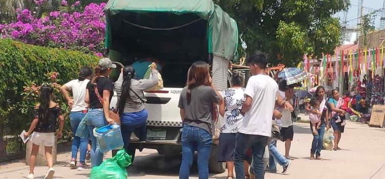 Transportistas invaden calle