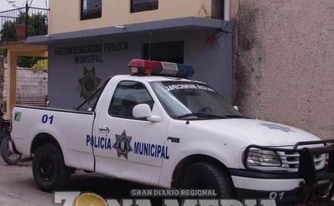 Borracho atacó a agentes policiacos