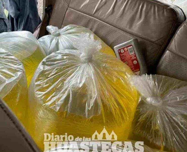 Llevaban huachicol  en bolsas plásticas