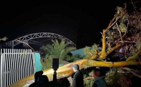 Deja graves daños tornado y granizada en Ixmiquilpan