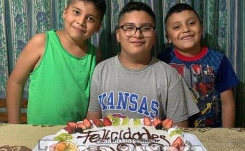 Felices Nicolás, Ale y Fernando