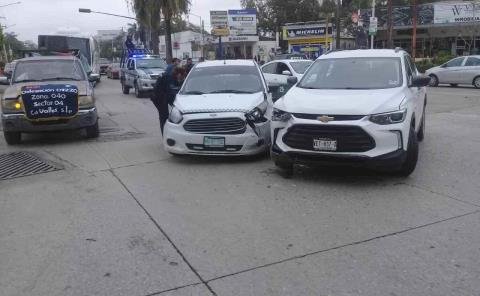 Camioneta se atravesó al paso de un taxista