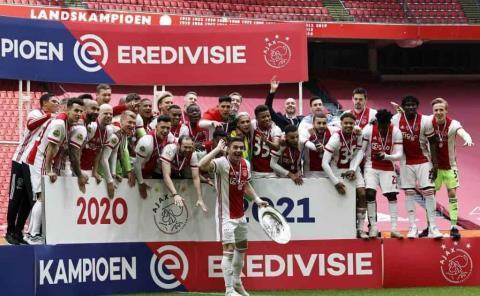 Edson con el Ajax gana la Eredivisie