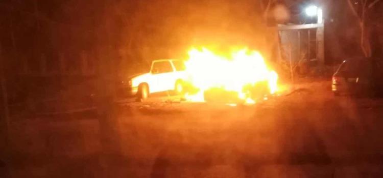 Tipos quemaron un automóvil