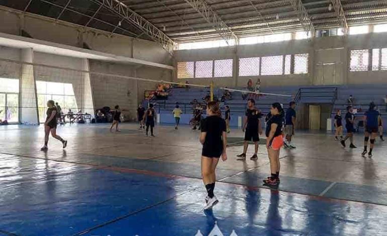 Gran éxito torneo mixto de voleibol