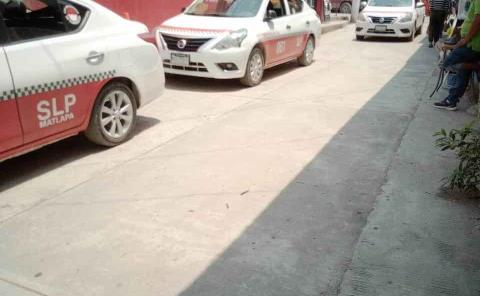 """Afectan a taxistas unidades """"piratas"""""""