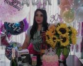Muy felicitada Adriana Reyes