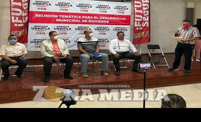 Arnulfo Urbiola expuso propuestas en foro