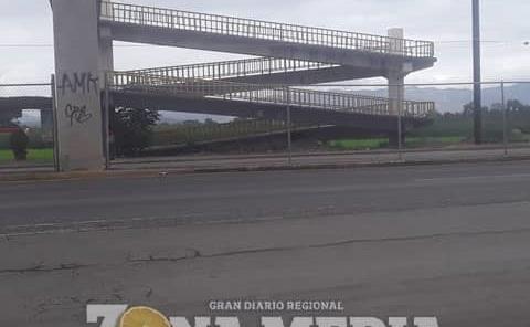 Peatones no usan puentes al cruzar