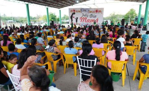 Empoderar a mujeres promete Alain Azuara