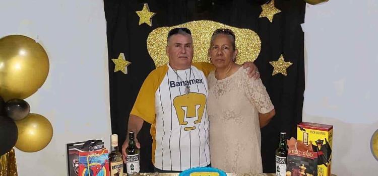 Festejo de Pumas para Boni Cano
