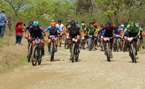 Club Loros hizo el 1-2-3 en carrera de ciclismo