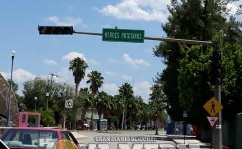 Piden arreglen los semáforos