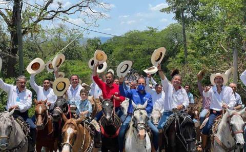 Pedroza festejó  su cumpleaños en Aquismón