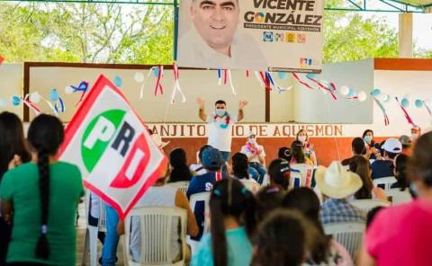 """Ex alcaldes respaldan a """"Chente"""" González"""