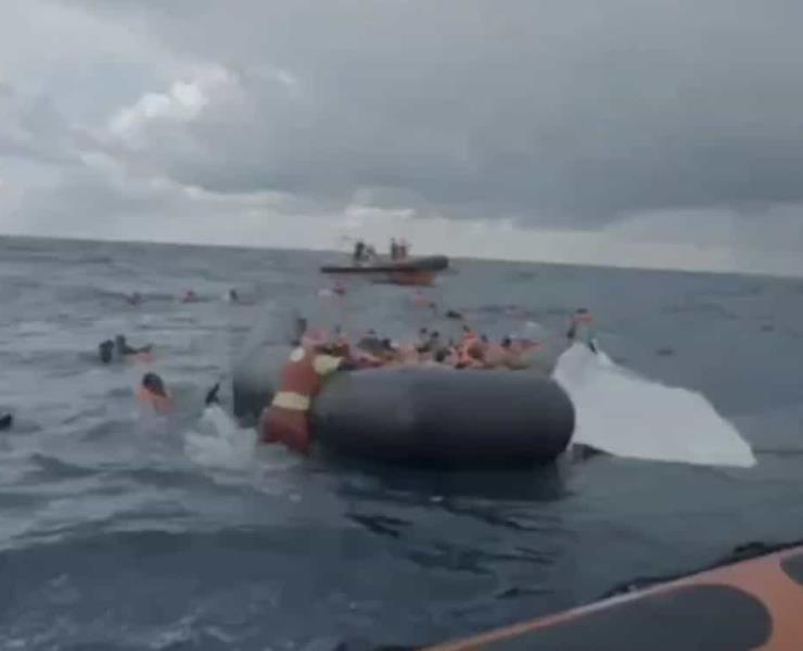 Zozobró bote con 160 pasajeros