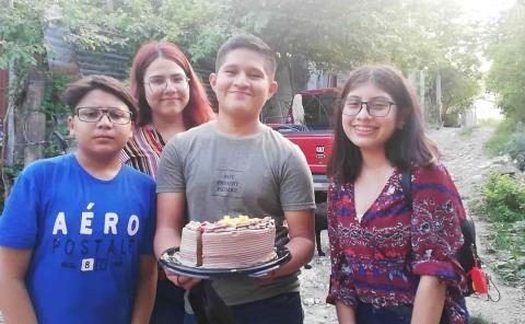 Héctor Omar Hipólito celebró con zacahuil