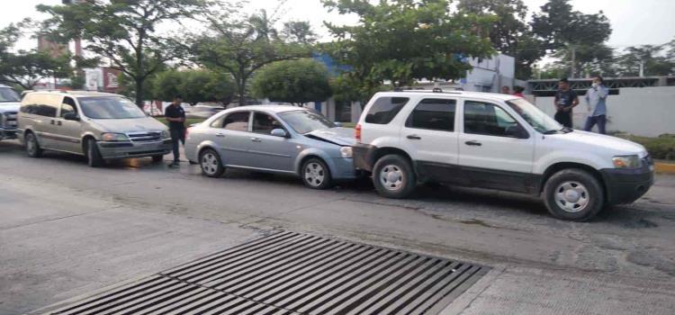 Chocaron 3 vehículos