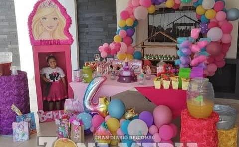 "Fiesta de ""Barbie"" tuvo la bella Moira"