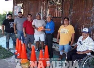 Grupo de rescate auxilia en carretera