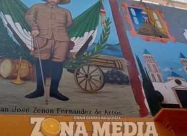Pintan mural en palacio municipal