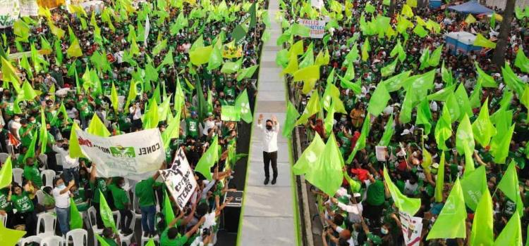 """Más de 20 mil personas corearon """"hay que votar por Gallardo"""" junto a """"calibre 50"""""""