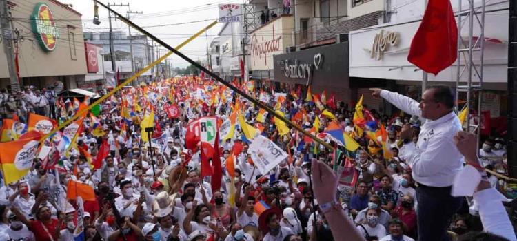 Toño Guillén arrasa en fin de proselitismo