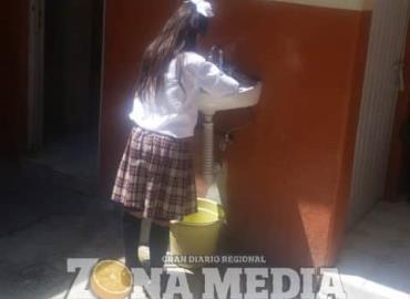 Clorar agua en escuelas
