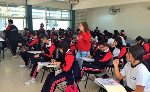 Alumnos 'rezagados' regresan a las aulas