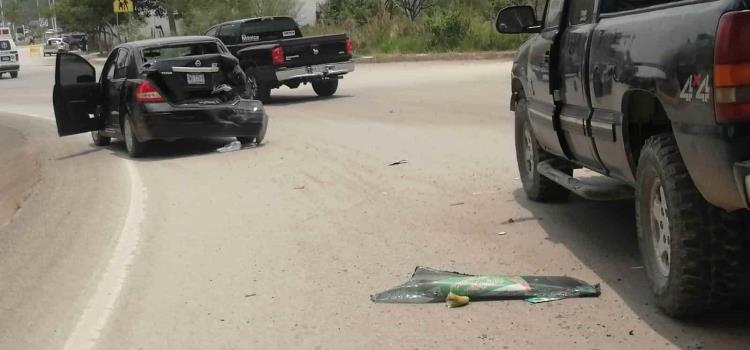Camioneta chocó  contra vehículo