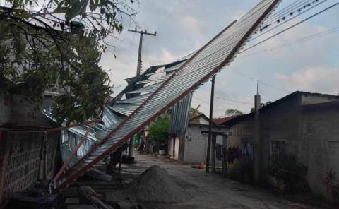 Techos y cables derribó tormenta