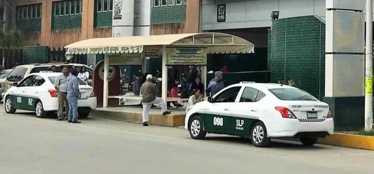Taxistas incumplen 'protocolo sanitario'