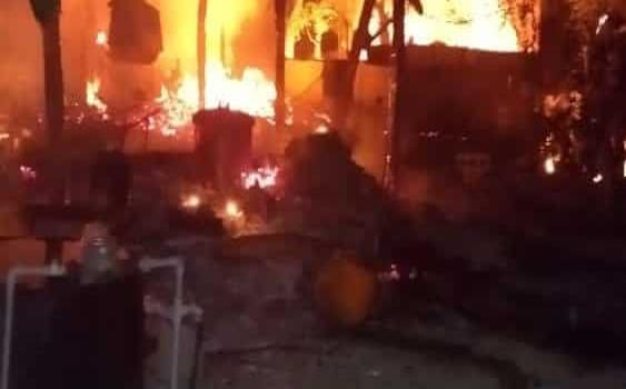 Arrasó el fuego con varias casas