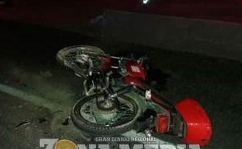 Motociclista ebrio derrapó en camino