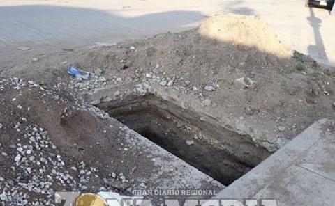 Peligroso hoyo en calle Matamoros