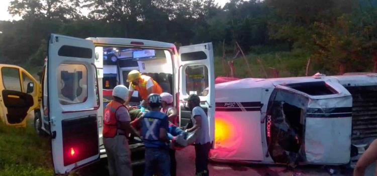 Herido en volcadura rumbo al río Claro
