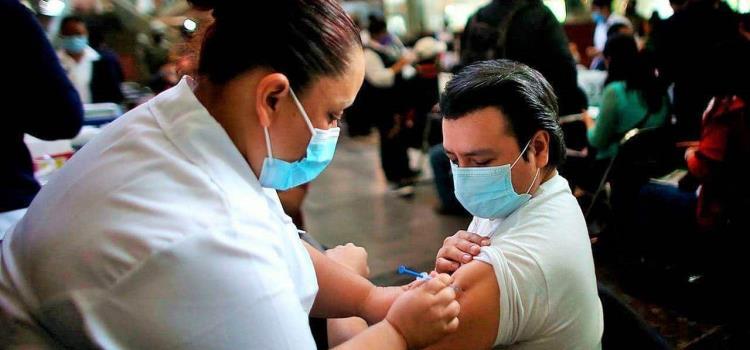 Inicia aplicación de vacuna a 40 y más