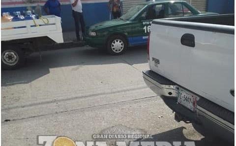 Accidente entre Taxi y camioneta