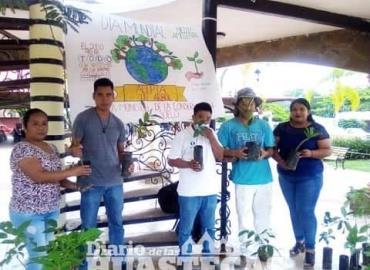 Ayuntamiento donó arbolitos