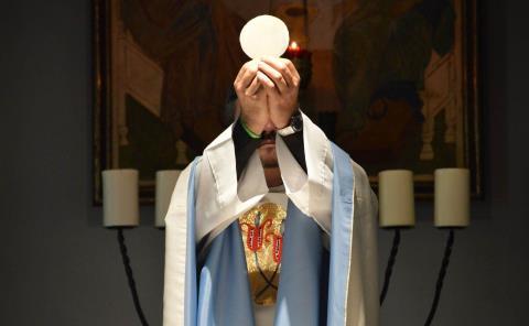 Pedirán sacerdotes prestados