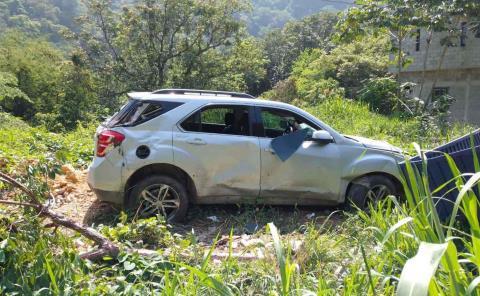Camioneta destrozada