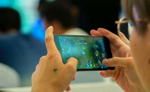 Malgastan Beca en videojuegos; compran tarjetas de Google Play
