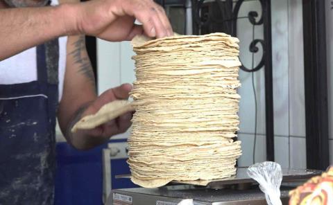 2 pesos  subió la tortilla