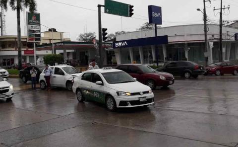 Vehículo chocó contra un taxista