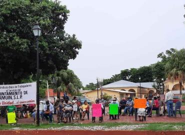 Trabajadores piden pago de prestaciones
