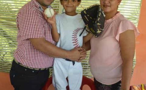 Festejo de beisbol a Roberto Tadeo
