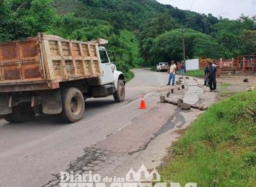 Continúan trabajos de rebacheo en carretera