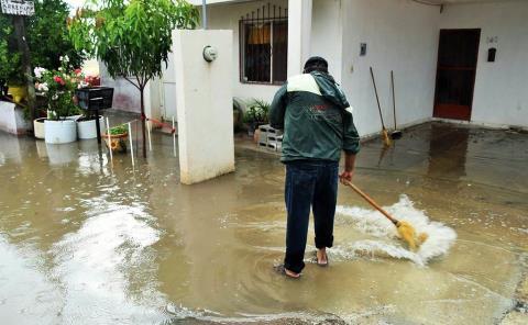 Construyen barreras contra inundaciones