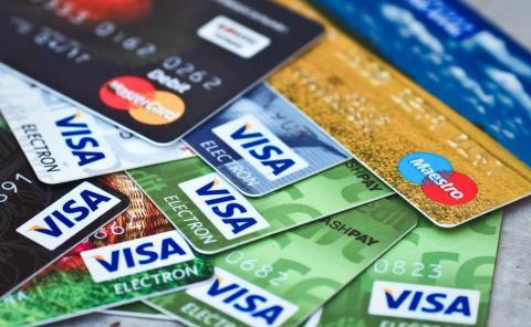 Transan con tarjetas de crédito